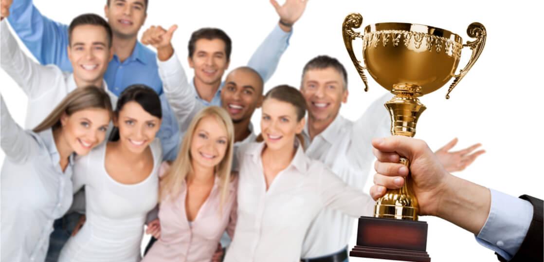 社内表彰式の目的は?得られる効果や成功のコツ・アイディアを解説 ...